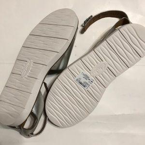 Clarks Lydie Hala Flat Sandals Silver Metallic NWT